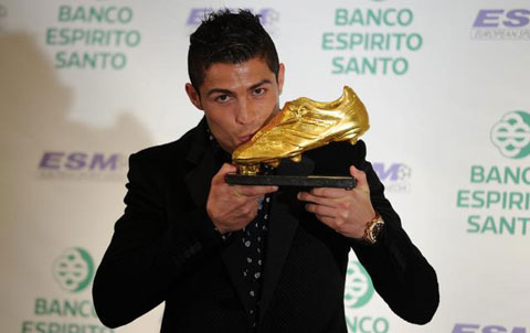 cristiano ronaldo gold Cristiano Ronaldo donated his Golden Boot worth 1.5 million